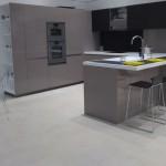 cuisine grise ou colorée avec plan de travail résine en vendue en Savoie par CRIS BTP