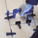 vente outils pour pose carrelage dont pince à coins clips en Savoie entre Moutiers et Bourg Saint Maurice