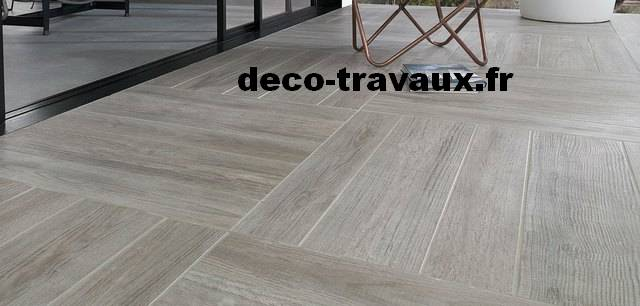 Parquet imitation pierre indonesian wood beige naturel for Carrelage imitation parquet point p