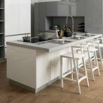 vente cuisine savoie blanc gris plan travail résine gris clair par Chris BTP